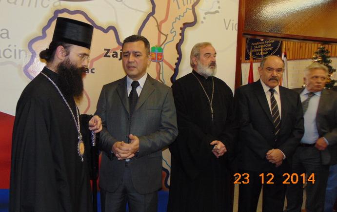 Episkop timočki gospodin Ilarion sa načelnikom Zaječarskog upravnog okruga Vladanom Paunovićem i zvanicama